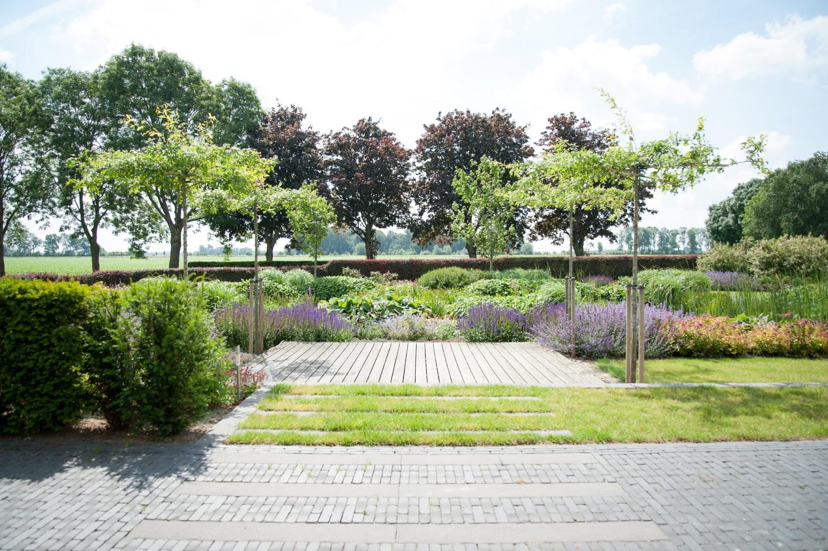 Tuin aanleggen lelystad moderne parkachtige tuin in